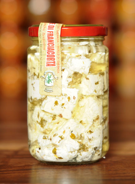 Fromage Franciacorta dans l'huile aux herbes