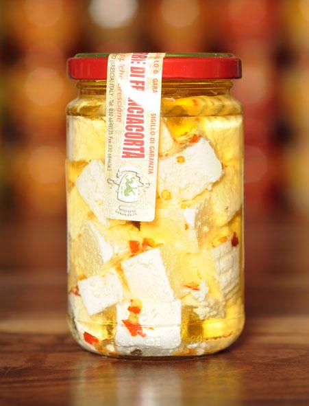 Fromage Franciacorta dans l'huile au piment